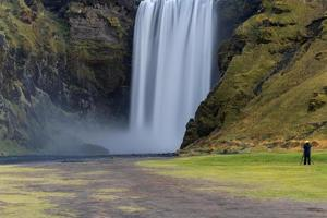 skogafoss, cachoeira no sul da islândia, natureza foto