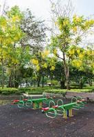 o brinquedo colorido no parque benjasiri, bangkok foto