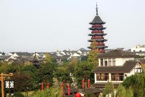 antigo chinês ruigang pagode telhados apartamentos suzhou china foto