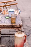 chá chinês em frasco de vidro