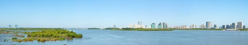 Rio Songhua e cidade de Harbin foto