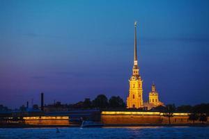 catedral de paul e peter à noite branca, são petersburgo foto