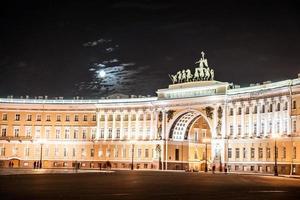 Praça do palácio em São Petersburgo, Rússia. foto