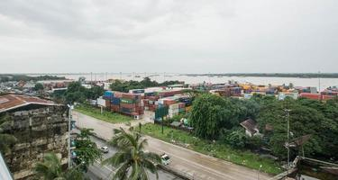 Yangon, Mianmar. Vista aérea da paisagem urbana de Yangon foto