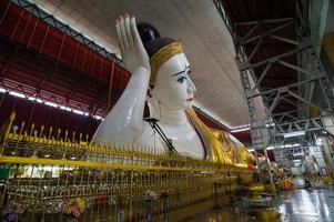 Buda reclinado de Mianmar foto