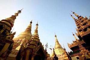 pagode shwedagon em yangon - myanmar foto