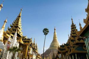 o pagode shwedagon em yangon foto
