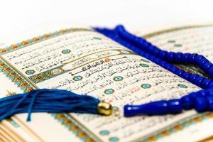 folhas Alcorão inteiro com os nomes de Alá foto