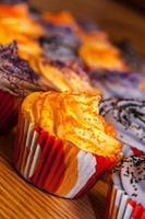 cupcakes laranja e pretos de halloween foto
