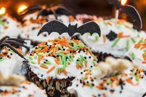 cupcakes decorativos de halloween foto
