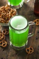 cerveja verde para st. dia de patrick foto