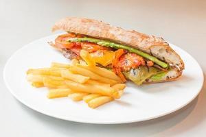 sandwitch de legumes - alimentação saudável foto