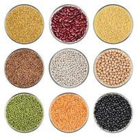conjunto de grãos isolado no fundo branco foto