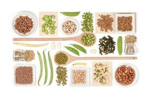 legumes em fundo branco foto