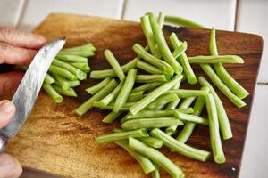 cortar feijão verde