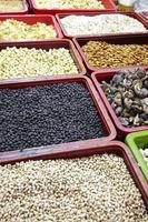 close-up muitos alimentos secos chineses foto