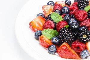 salada de berry com hortelã foto