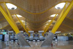 terminal de partida em madrid-barajas foto