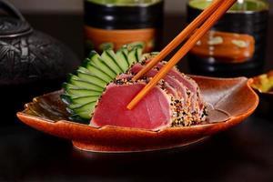 sashimi de atum foto