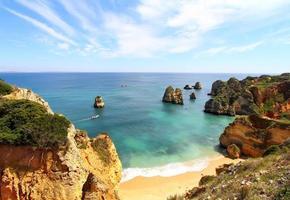praia rochosa, lagos, portugal foto