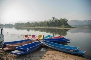 barco e caiaque foto