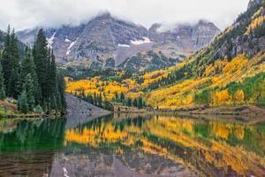 paisagem de sinos marrom no outono foto