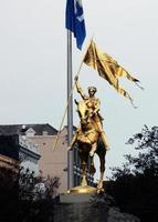estátua dourada de joan of arc, em nova orleans foto