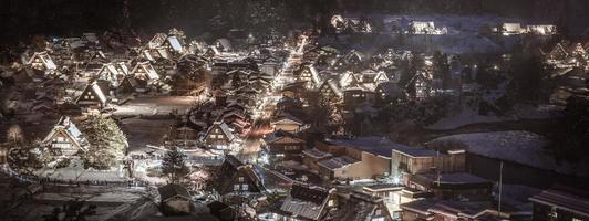 shirakawa-vá iluminação de inverno foto