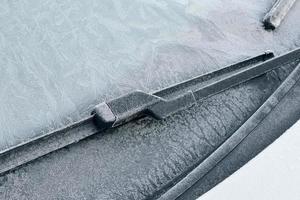 condução de inverno - pára-brisa gelado foto