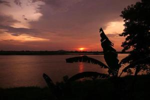 ásia lao rio mekong savannakhet