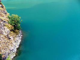 lago alpino turquesa foto