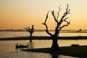 lago por do sol foto