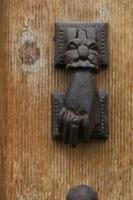 aldrava de porta antigua