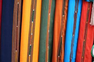têxteis maias guatemala coloridos no mercado de antigua foto