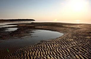 apartamentos de areia ao longo da costa do lago winnipeg foto