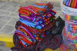 têxteis guatemaltecos coloridos foto