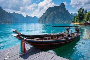 barco no lago foto