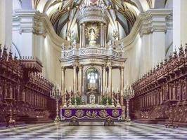 vista interior da catedral de lima foto