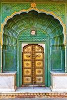portão do palácio da cidade de jaipur foto