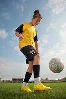 garota de futebol foto