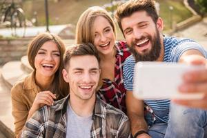 amigos ao ar livre foto