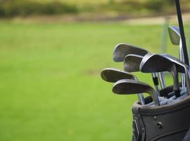 saco de golfe com clabs foto