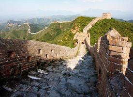 vista da noite grande muralha da china, localizada na província de hebei