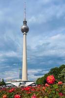 torre de tv em berlim - alemanha foto