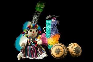 brinquedos e boneca mexicana