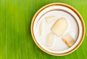 banana com leite de coco em folhas de bananeira, deserto tailandês