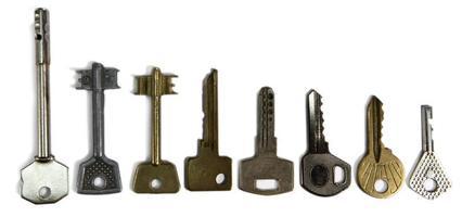 chaves de várias formas, sobre um fundo branco foto