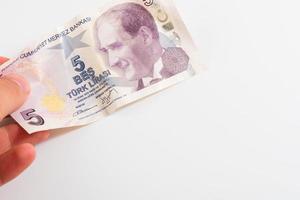 cinco liras turcas com fundo branco foto