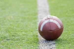 bola de futebol americano foto
