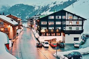 Everning na estância de esqui de Zurs